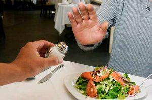 التغيير في نمط الحياة لانخفاض ضغط الدم-تقليل في كمية الملح والصوديوم