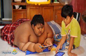 الكبد الدهني في الأطفال والمراهقين -أسباب إصابة الأطفال والمراهقين بالكبد الدهني -الخمول واللعب بالمحمول