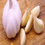 ثوم من ضمن 10 مواد غذائية طاردة للسموم من الجسم